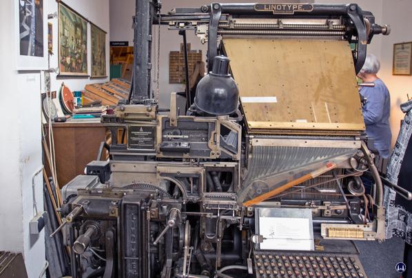 Die alte Linotype Druckmaschine der Druckerei Müller.