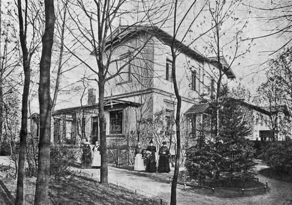 Die Kuranstalt Berolinum an der Lankwitzer Leonorenstraße. ALte Fotografie des Damenhaus II.