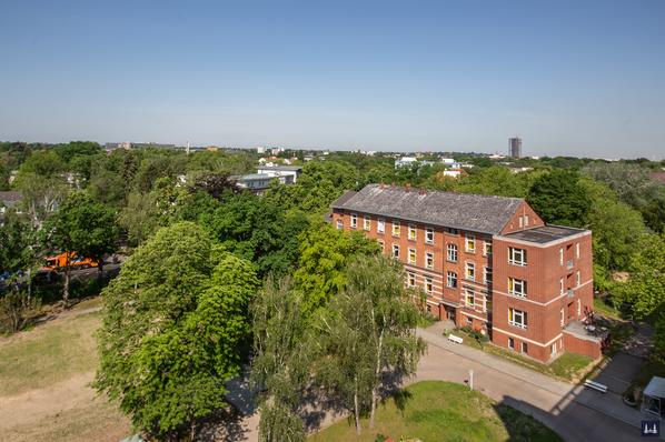 Die Kuranstalt Berolinum an der Lankwitzer Leonorenstraße. Blick auf das ehem. Haus für männliche Pensionäre vom Dach des Haus Leonore aus.
