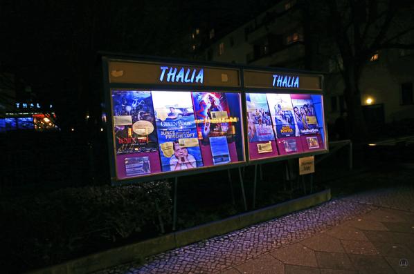Berlin. Das Kino Thalia in Lankwitz. Schaukasten.