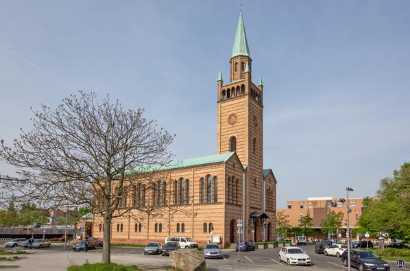Blick auf die St. Matthäuskirche im Seitenprofil.