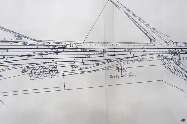 Gleisplan des Militärbahnhofs in Marienfelde von 1901. Der Plan zeigt den Schuppen für die Triebwagen der Schnellfahrversuche und den Güterschuppen für Sämereien der Fa. Metz & Co.