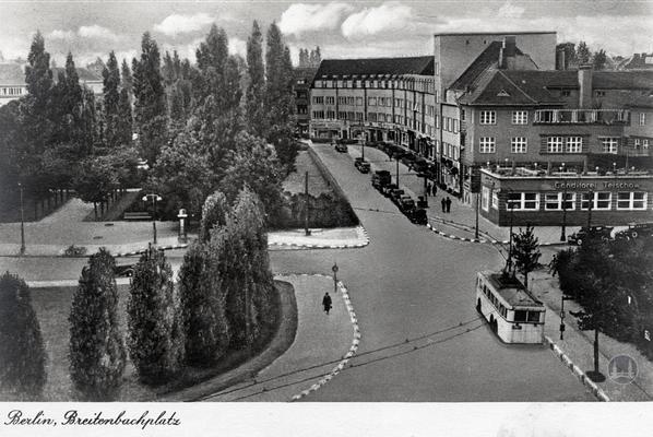 Eisenwaren Weger am Breitenbachplatz in Berlin-Steglitz. Der Breitenbachplatz vor dem Krieg mit O-Bus.