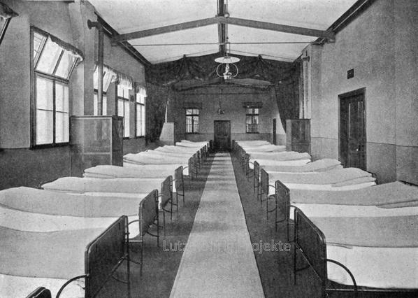 Die Kuranstalt Berolinum an der Lankwitzer Leonorenstraße. Schlafsaal im ehem. Kranken - Pavillon.