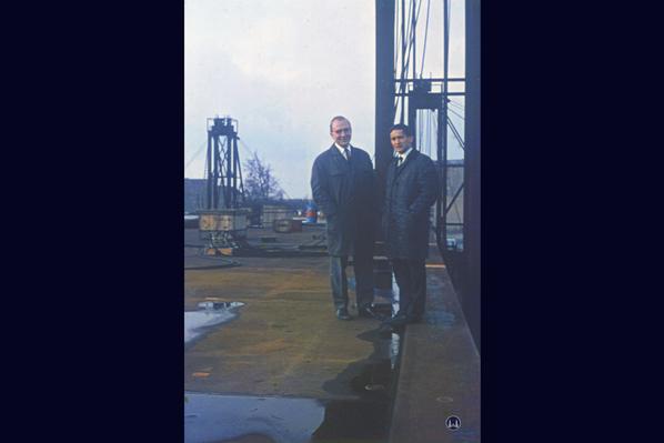 Zwei unbekannte Ingenieure.