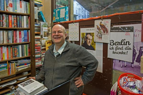 Ludwig Wilde Buchhandlung. Kreuzberg, Körtestraße.  Der Inhaber Herr Harald Kirchner.