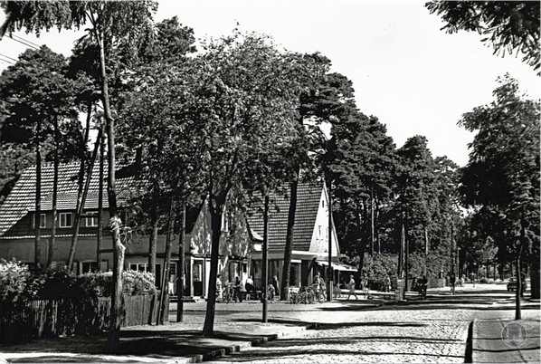 Läden in der Erich-Klausener-Straße.