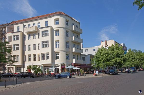 Gewerbehof Körtestraße 10 in Berlin - Kreuzberg. Eckhaus zur Freiligrathstraße mit Blick auf die Körtestraße..