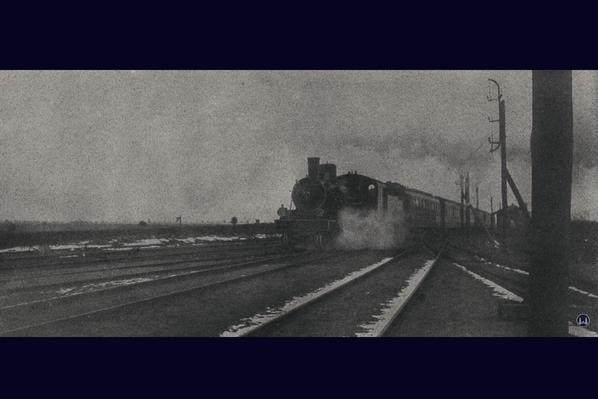 Zeitungsfoto der Testfahrten mit Dampflokomotiven auf der Militäreisenbahn.
