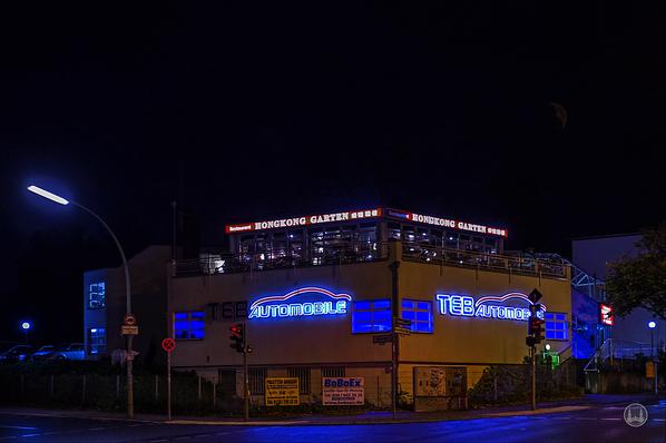 Hong-Kong-Garten, Berlin-Marienfelde. Blick auf das Restaurant bei Nacht.