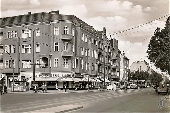 Filiale von Carisch Kaffee am Marienfelder Damm Ecke Kaiserstraße.