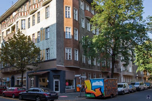 """Taut-Haus Kottbusser Damm Ecke Bürknerstraße. Das """"Spektrum"""" an der Spremberger Straße."""
