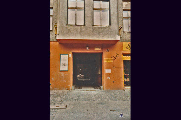 Gewerbehof Körtestraße 10 in Berlin - Kreuzberg. Toreinfahrt in den Hof, ca. 1966.