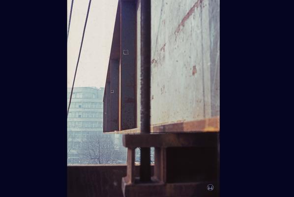Auflagerung der Dachkonstruktion auf einem Hubgerüst.