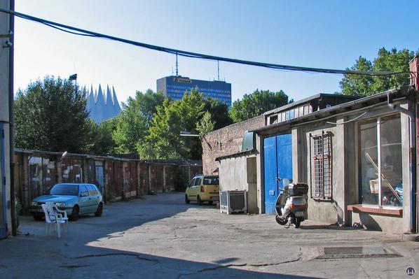 Blick in den hinteren Teil des Garagengeländes.