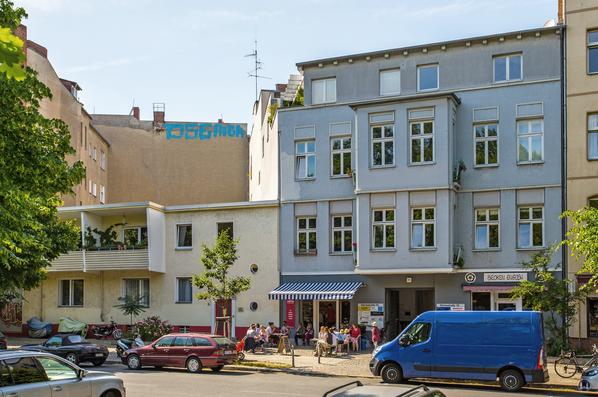 Gewerbehof Körtestraße 10 in Berlin - Kreuzberg. Blick auf das Gebäude von der gegenüberliegenden Straßenseite aus.