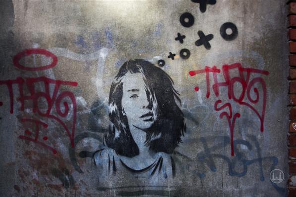 Street Art in Berlin. Zu schön, um wegzusehen. Schönheit in der Schöneberger Straße.