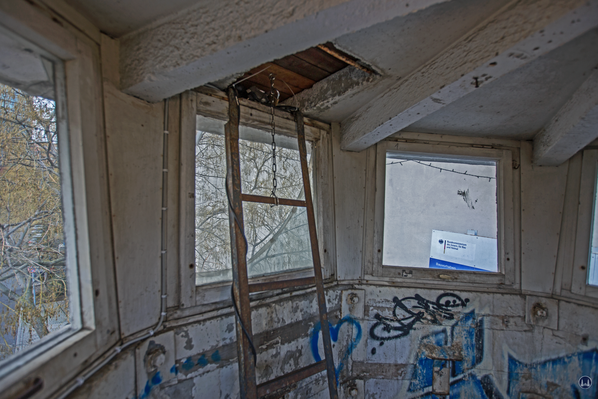 Aufstiegsleiter zum Dachscheinwerfer.