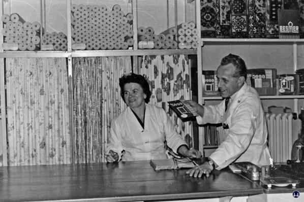 Molz Raumdesign am Mariendorfer Damm. Tapetenabteilung 1951.