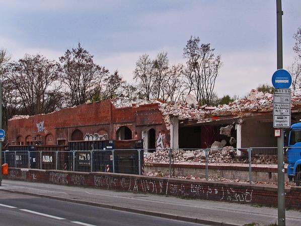 Zollpackhof der Anhalter Bahn, Berlin, Yorckstraße. Mauerreste an der Yorckstraße.