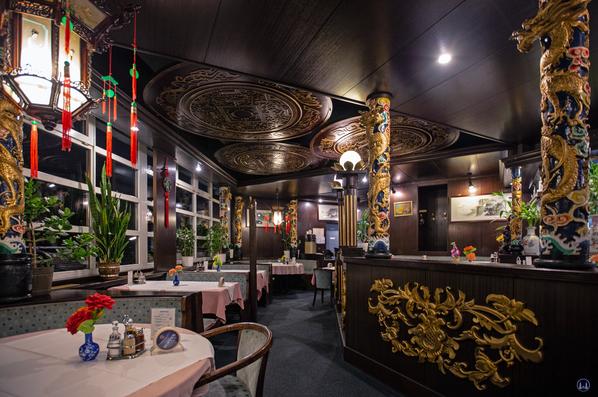 Hong-Kong-Garten, Berlin-Marienfelde. Der äußere Gang im  Restaurant.