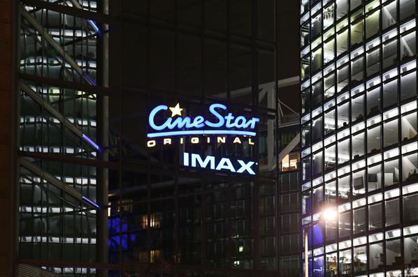 CineStar Kino im Sony Center Berlin. Neon - Leuchtschrift für das CineStar Originalkino und dem IMAX.