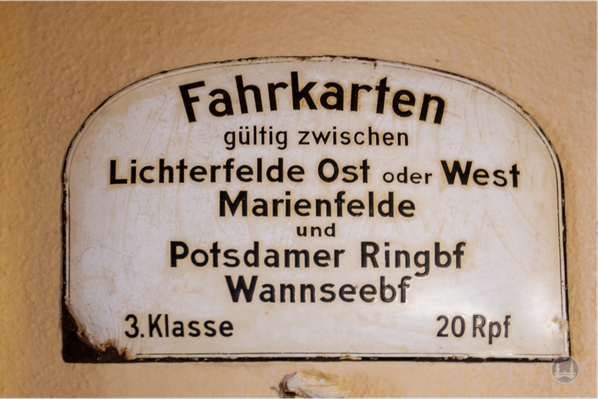 Stellwerk Lio in Berlin Lichterfelde - Ost. Altes Blechschild.