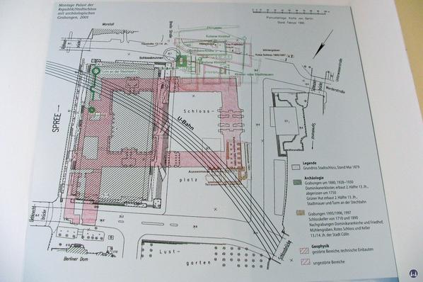 Das Berliner Schloss in Mitte. Tafel der archäologischen Ausgrabungen.