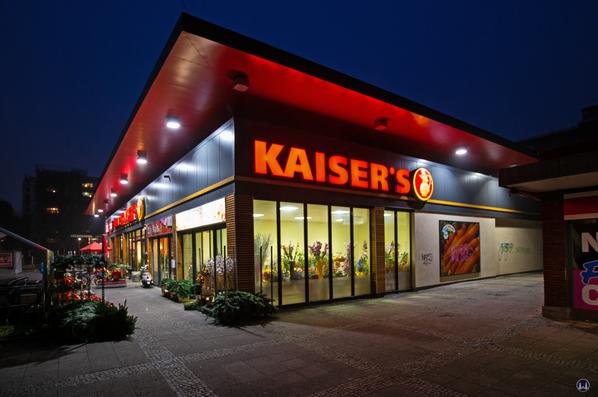 Kaiser's Berlin - Marienfelde, Hildburghauser Straße. Weihnachtszeit.