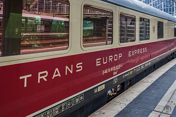 Luxuszug Rheingold, TEE. Speisewagen des Zugs im Ostbahnhof.