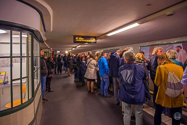 Gedränge im U-Bahnhof Potsdamer Platz.
