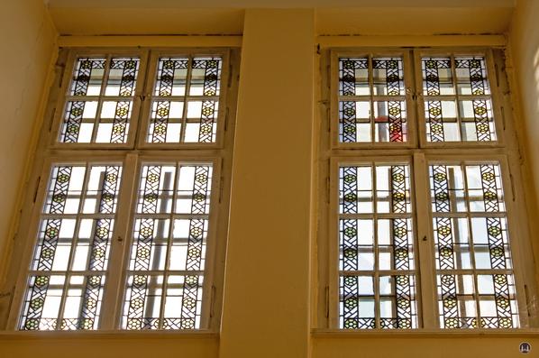 Taut-Haus Kottbusser Damm Ecke Bürknerstraße. Fenster mit Originalverglasung.