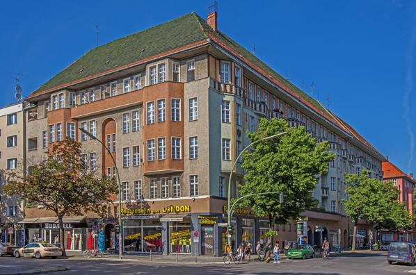 Taut-Haus Kottbusser Damm Ecke Bürknerstraße. Fassadenansicht Kottbusser Damm.