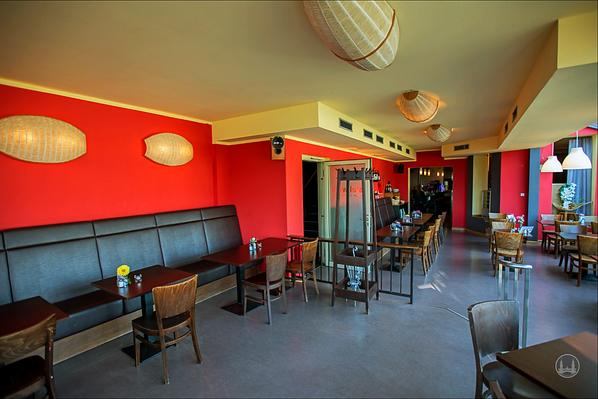 """Stellwerk Lio in Berlin Lichterfelde - Ost. Blick in den unteren Restaurantbereich des Restaurants """"Stellwerk""""."""