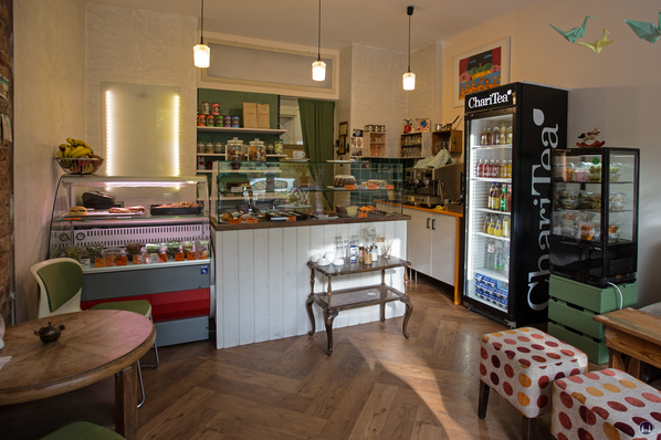 Café 7 Schwestern, Berlin - Gneisenaustraße. Nicht nur Kuchen, sondern auch kleine Mahlzeiten gibt es.