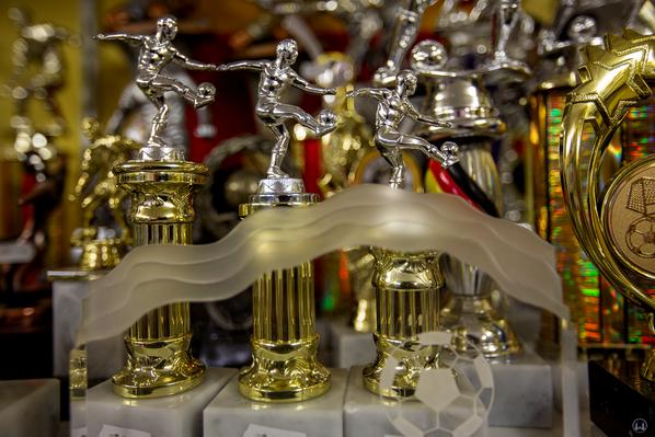 Ehrenpreise für Fußballer bei Inka-Pokale.