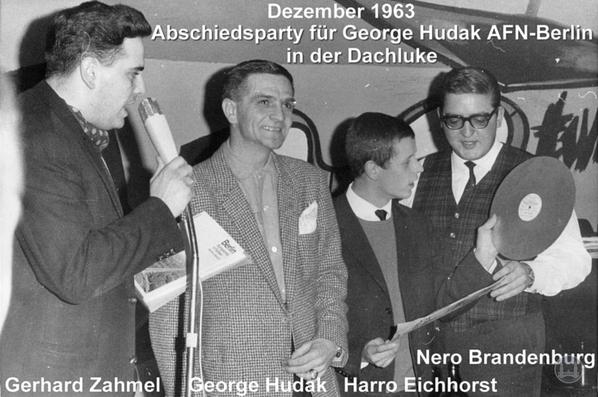 AFN Chefsprecher Georg Hudak in der Dachluke am Mehringdamm