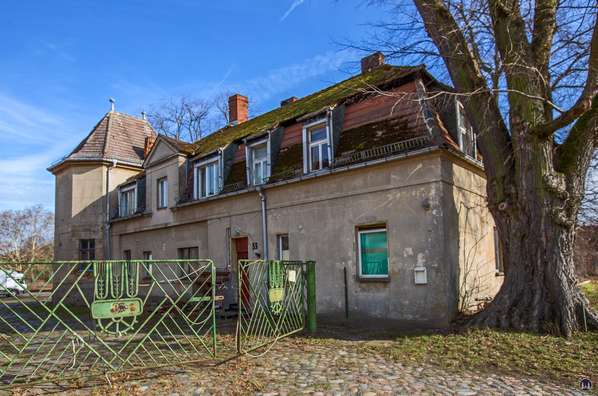 Historischer Gutshof Schloss Dahlewitz. Hofansicht des linken Seitenflügels.