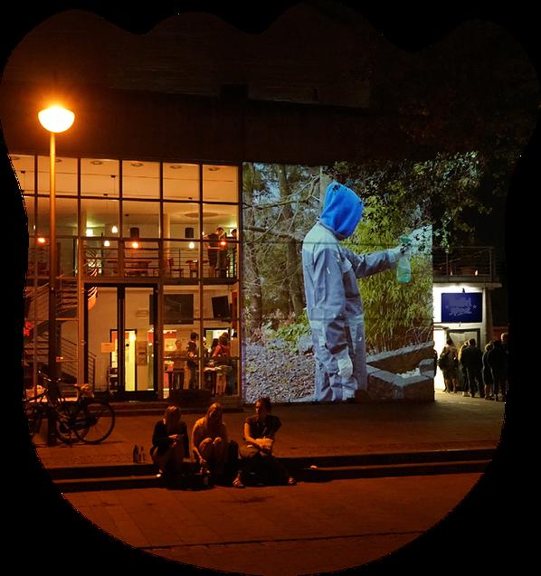 """Projektion """"Tokio""""  der Medienkünstlerin Britta Wandaogo während der Mülheimer Nacht 2018. Foto: Dirk Petzold"""