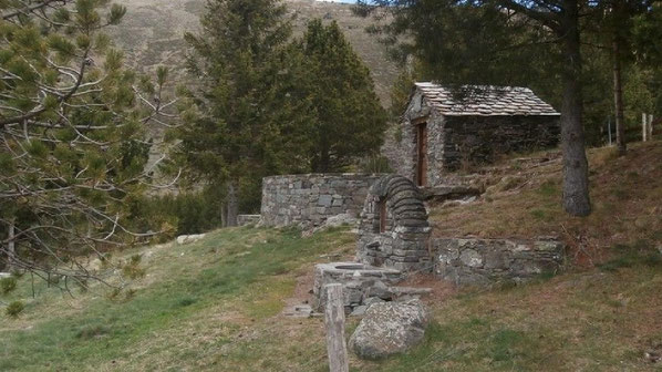 Vallcebollera - capella i font de Sant Bernabé