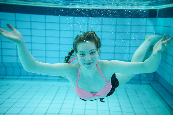 Model shoot shooting Modelshooting unterwasser unter wasser underwater under water simon knittel fotografie maulbronn fotograf