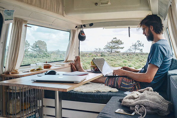 Die Abschlussprüfung für deinen Campervan erfolgt beim TÜV - Wir geben dir alle Infos und Tipps für deine erfolgreiche Wohnmobilzulassung und TÜV-Abnahme.