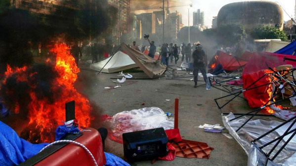 Hizbollah og Amal tilhængere angriber demonstranternes camp i Beiruts centrum