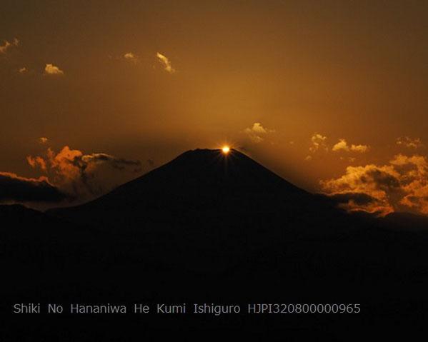 ダイヤモンド富士 暮れる瞬間 (高尾山山頂より)