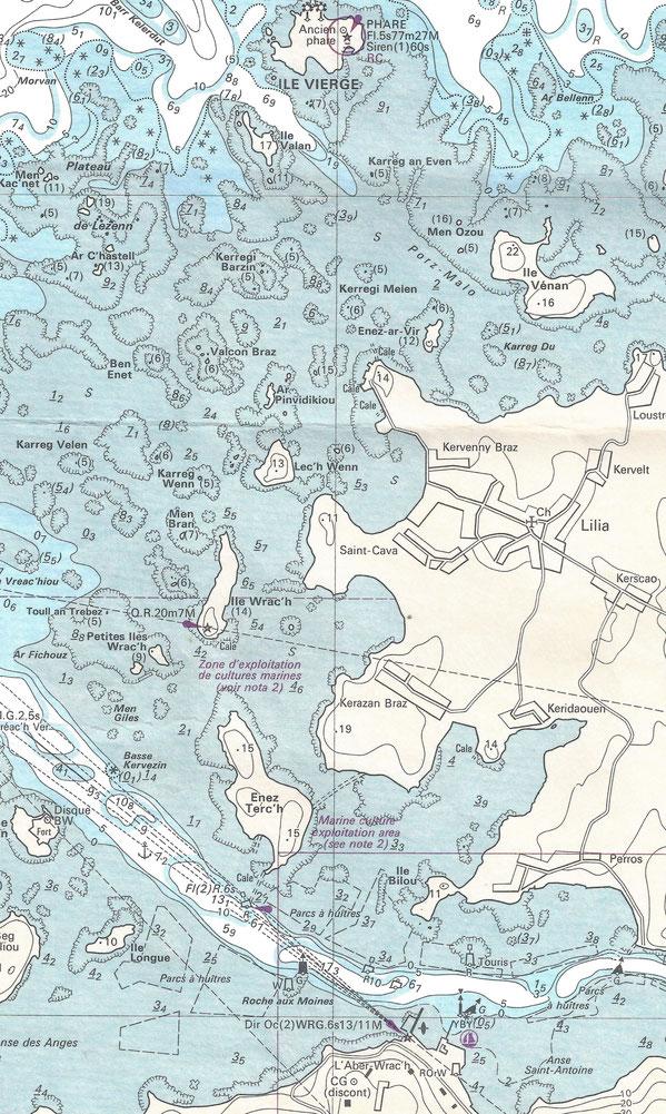 Extrait de la carte 7094 du Shom, le chemin est court du port de l'Aberwrach à l'anse de Kervenny à Lilia,  mais les parages sont constellés de rochers de toutes hauteurs
