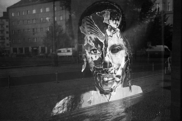 Volksbühne Berlin: die Demokratie kehrt als Zombie zurück
