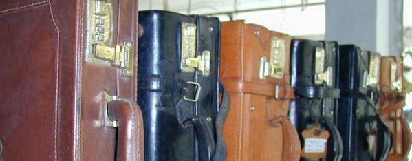 viele verschiedene Koffer