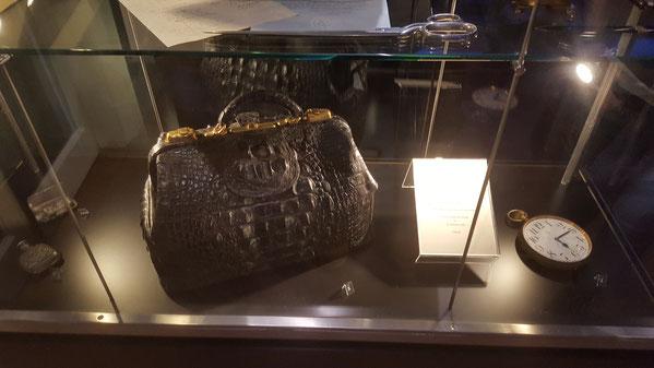 портфель из крокодильей кожи