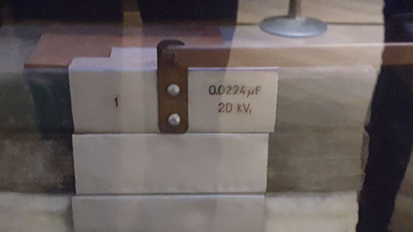каждый блок по 0.0224 мкрФ и на 20кВ потенциала