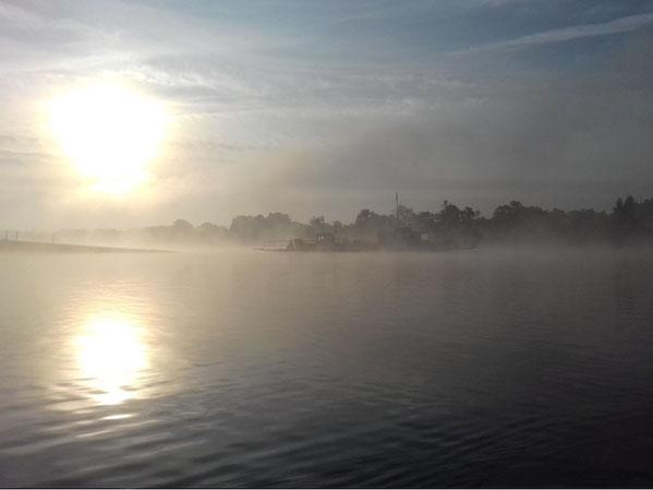 Akener Fähre im Morgenlicht